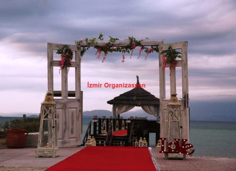 Çeşme Evlenme Teklifi Organizasyonu Kapı Dekoru