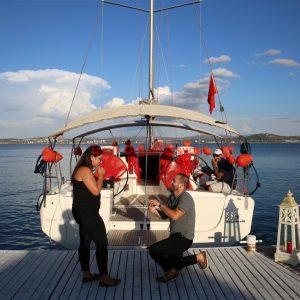 Çeşme Teknede Evlenme Teklifi
