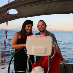 Çeşme Gemide Evlenme Teklifi