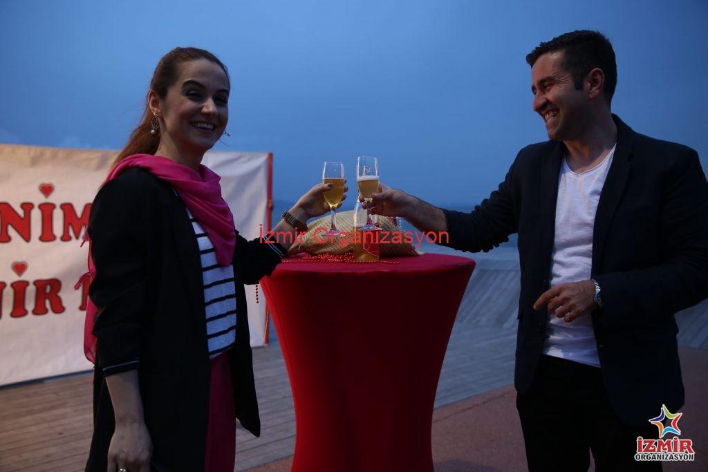 Bostanlı sahilde evlenme teklifi organizasyonu