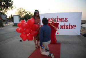 Kırmızı Halıda Evlilik Teklifi Organizasyonu