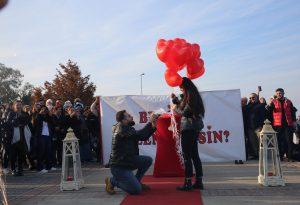 Uçan Balonlar Eşliğinde Evlilik Teklifi Organizasyonu