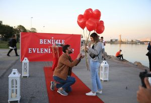 Uçan Balonlarla Sahilde Evlilik Teklifi Organizasyonu