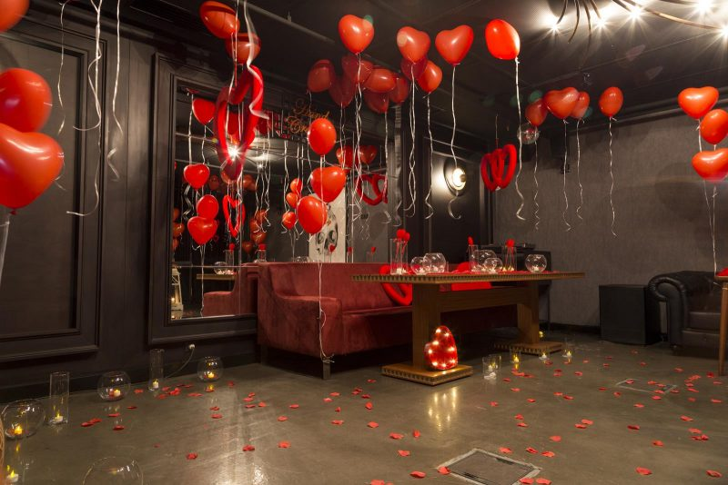 Kırmızı Kalpli Uçan Balon Süsleme